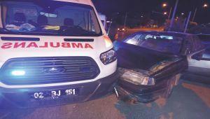 Kahta'da ambulansı ile otomobil çarpıştı: 3 yaralı