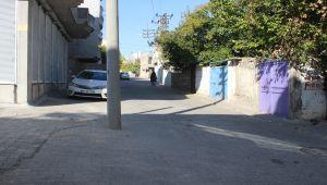 Kahta'da Cadde Ortasındaki Elektrik Direği Şaşırtıyor