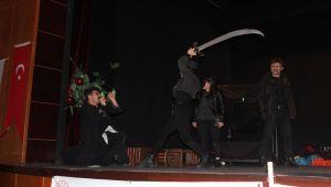 Kahta'da 'Günlük' Adlı Tiyatro Gösterisi Büyük Beğeni Topladı