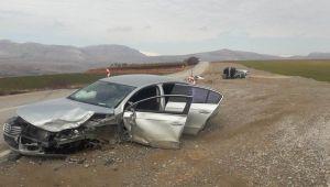 Kahta'da İki Otomobil Çarpıştı: 6 Yaralı
