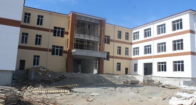 Kahta'da Okul İnşaatları Aralıksız Devam Ediyor