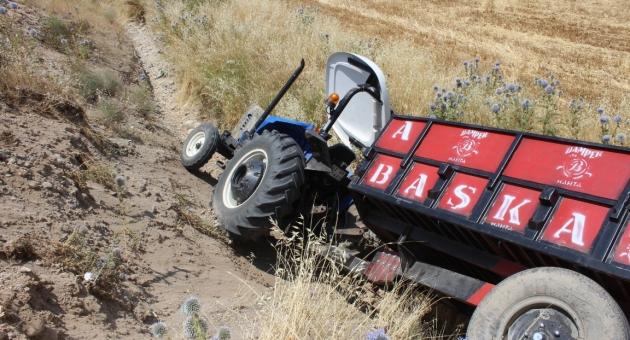 Kahta'da Traktör Devrildi: 1 Yaralı