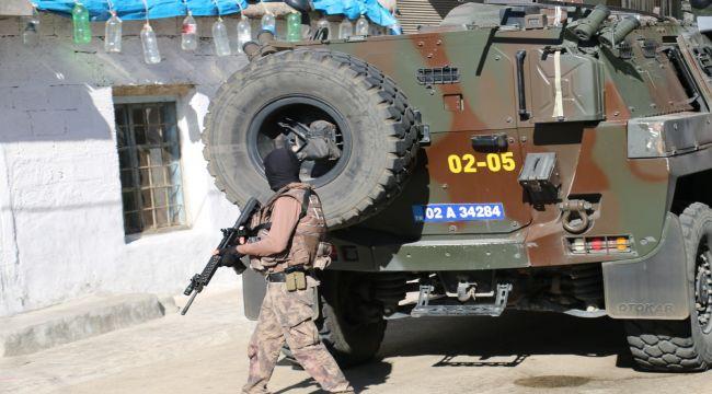 Kahta'da uyuşturucu satıcılarına operasyon: 3 gözaltı - Videolu Haber