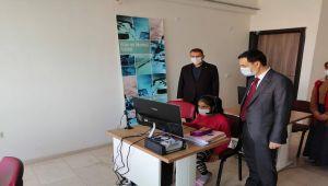 Kahta Kaymakamı Koç spor yatırımları ve gençlik merkezini ziyaret etti