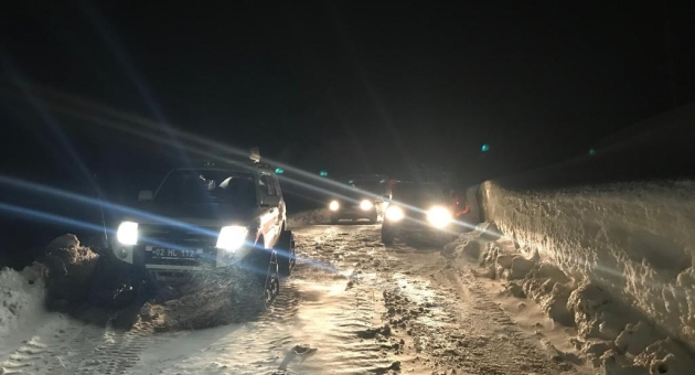 Kar Yağışı Nedeniyle Otomobilde Mahsur Kalan Hasta Kurtarıldı - Videolu Haber