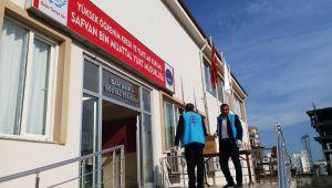 Karadağ'dan Getirilen Karantinadaki Türk İşçilere, Kuranı Kerim Dağıtıldı