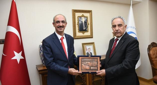 Kırşehir Ahi Evran Üniversitesi Rektörü Karakaya'dan Rektör Turgut'a Ziyaret