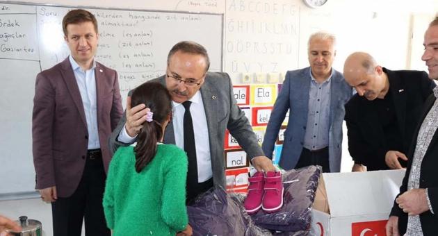 Kızılay'dan İlkokul Öğrencilerine Yardım