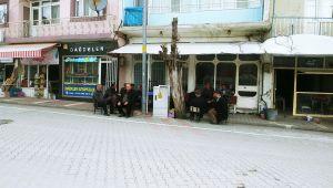Koronavirüs, Kıraathanede Vakit Geçiren Vatandaşları Dışarıda Bıraktı