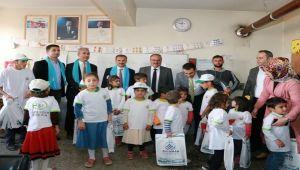 Köy Okulu Öğrencilerine Kırtasiye Malzemesi Dağıtıldı