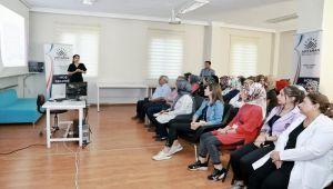 Kursiyerlere 'Çocukların Gelişim Dönemleri' Eğitimi