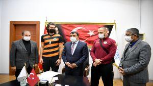Malatya Büyükşehir Erkek Voleybol Takımı'ndan Başkan Gürkan'a ziyaret