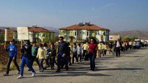 Öğrencilerden Lösemili Çocuklara Maskeli Destek Yürüyüşü