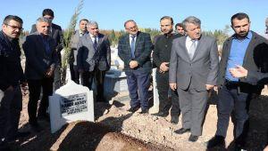 Öğretmen Aksoy, Mezarı Başında Anıldı