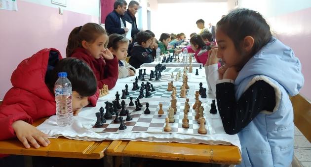 Okullar Arası Satranç Turnuvası Düzenlendi