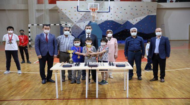 Online satrancın şampiyonları belli oldu
