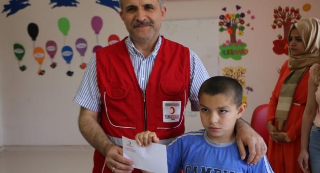 Otizmli Öğrenciler Harçlıklarını Türk Kızılay'ına Bağışladı