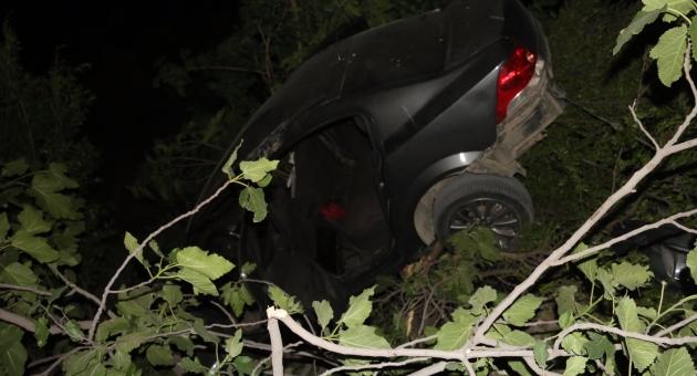 Otomobil Kahta Çayına Uçtu: 3 Yaralı - Videolu Haber