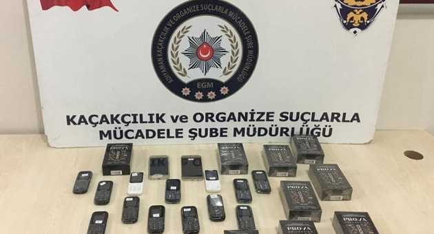 Otomobilde Çıkan Kaçak Cep Telefonu Ve Parfüme 1 Gözaltı