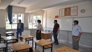 Özdemir, LGS öncesi okullarda incelemelerde bulundu