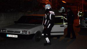 Polisin 'dur' ihtarına uymayan sürücü otomobili bırakıp kaçtı - Videolu Haber