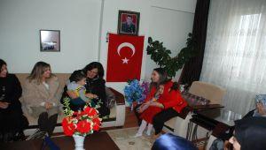 Protokol Eşlerinden Besni'deki Şehit Ailelerine Ziyaret
