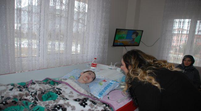 Protokol Eşlerinden Serebral Palsi Hastası Minik Ege'ye Ziyaret