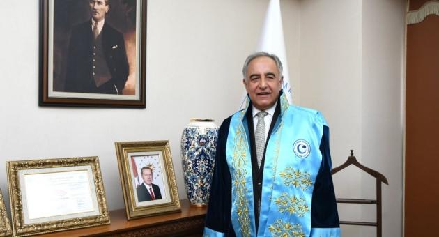 Rektör Prof. Dr. Mehmet Turgut, YKS'ye Girecek Öğrencilere Başarı Diledi