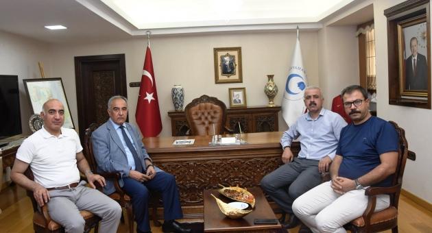 Rektör Turgut Bursa ve Adana'dan Gelen Misafirlerini Ağırladı