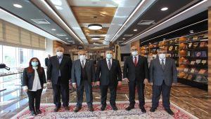 Rektör Turgut Erdemoğlu ailesiyle bir araya geldi