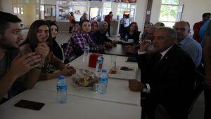 Rektör Turgut, Öğrencilerin Sorunlarını Dinledi