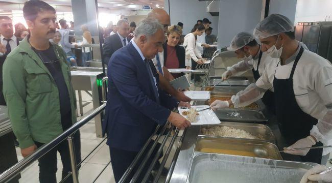 Rektör Turgut Öğrencilerle Yemekte Buluştu