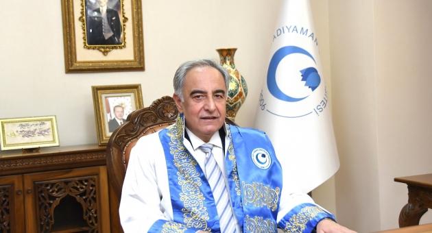 """Rektör Turgut'tan """"ADYÜ'ye Hoşgeldiniz"""" Mesajı"""
