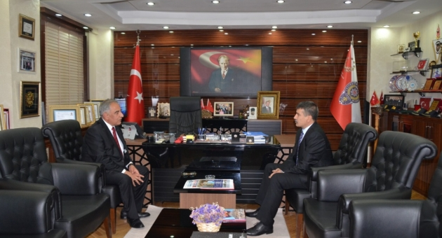 Rektör Turgut'tan Emniyet Müdürü Alper'e İade-i Ziyaret