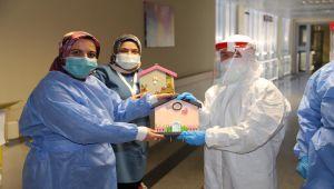Sağlık çalışanlarına el emeği göz nuru hediyeler