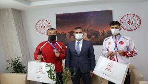 Şampiyonlar Keleş'i ziyaret etti