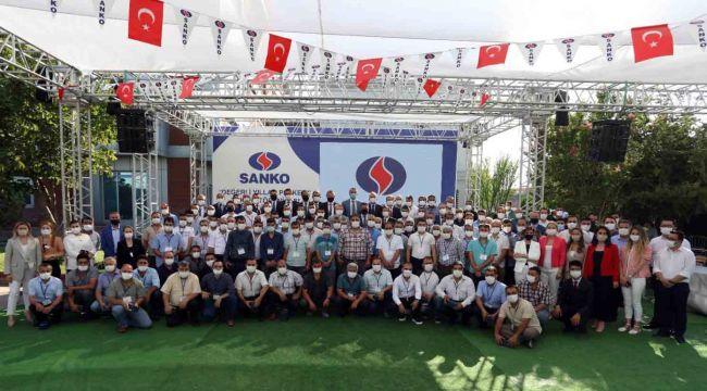 SANKO Holding şirketlerinde 'Değerli Yıllar Plaketi' takdim töreni
