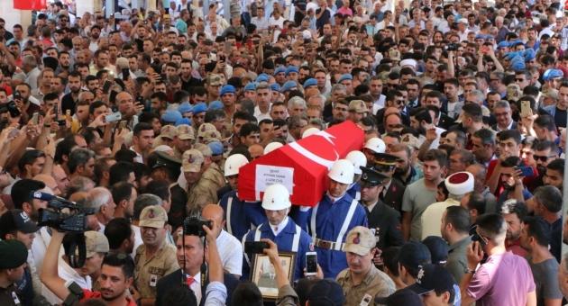 Şehit Uzman Çavuş Ayhan Yanık'ı Binlerce Kişi Son Yolculuğuna Uğurladı - Videolu Haber