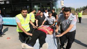 Şoför Otobüste Rahatsızlanan Yolcuyu Hastaneye Götürdü