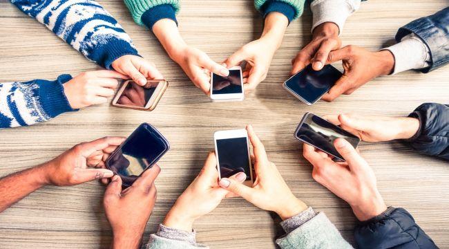 Sosyal Medya İnsanları Daha Çok Strese Sokuyor