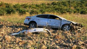 Takla Atan Otomobil Tarlaya Uçtu: 1 Yaralı - Videolu Haber