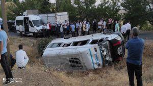 Tarım işçilerini taşıyan minibüs ile kamyonet çarpıştı: 12 yaralı