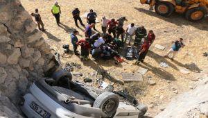 Tarlaya Uçan Otomobilin Sürücüsü Öldü - Videolu Haber