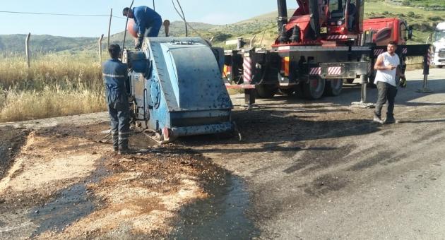 TIR'dan Düşen 20 Tonluk Çamur Pompası 2 Saat Yol Kapattı
