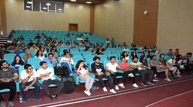 Türk Tıp Öğrencileri Birliği Topluluğundan Tıp Fakültesi 1. Sınıf Öğrencilerini Seminer