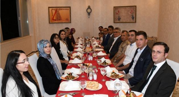 Vali Aykut Pekmez'den Vali Yardımcısı Ve Kaymakama Veda Yemeği