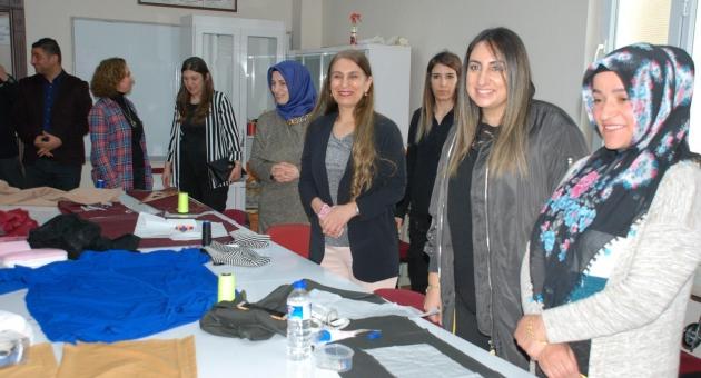 Vali Aykut Pekmez'in Eşi Yeşim Pekmez'den Fatih Kadın Gençlik Merkezine Ziyaret