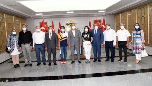 Vali Çuhadar, LGS şampiyonlarını ödüllendirildi