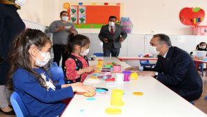 Vali Çuhadar, okullarda incelemede bulundu