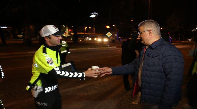 Vali Pekmez'den Polislere Çorba İkramı  - Videolu Haber
